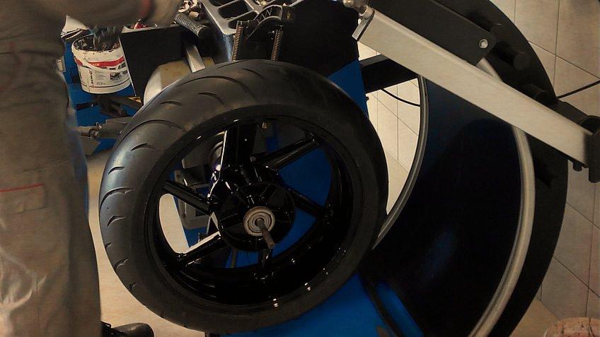 Montaža i balansiranje guma za motocikle